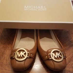 Michael Kors tan flats